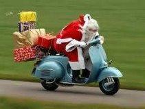Père Noël en Vespa