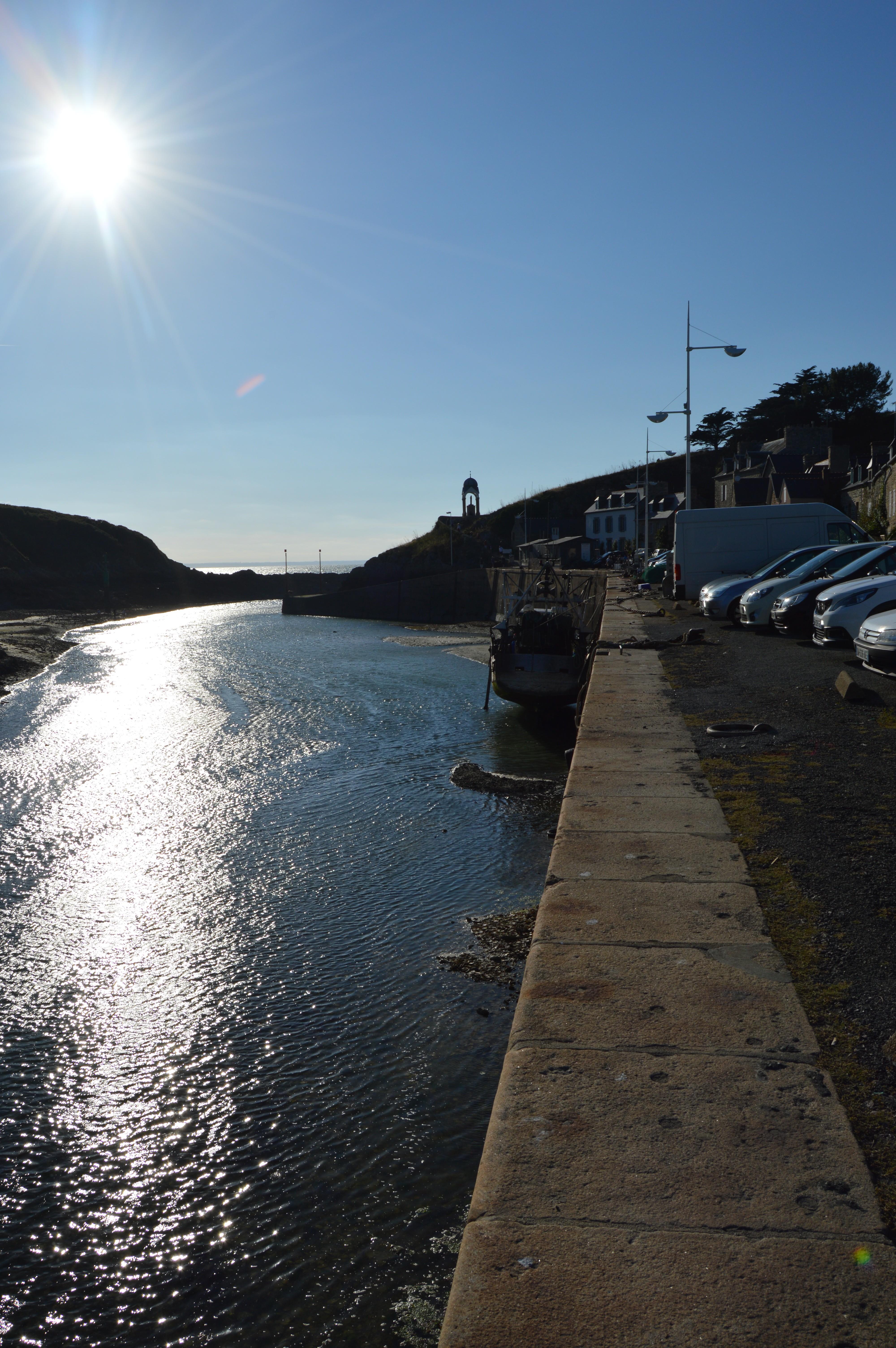 Le port de Dahouët, où a été tournée La 7e Cie au Clair de Lune et plus particulièrement la scène avec les paniers de pécheurs...